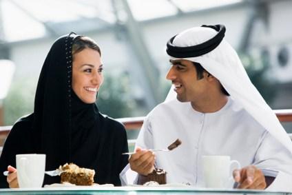 Geschäftsfrau, Arabien, Körperkontakt, Begrüßung, Interkulturelles Training Arabien